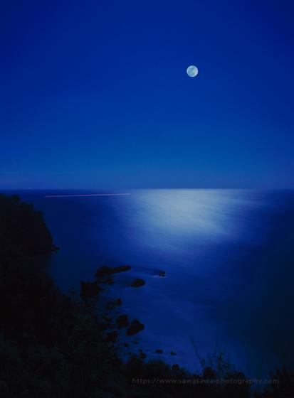 伊豆半島東伊豆の熱海市錦ヶ浦満月の夜