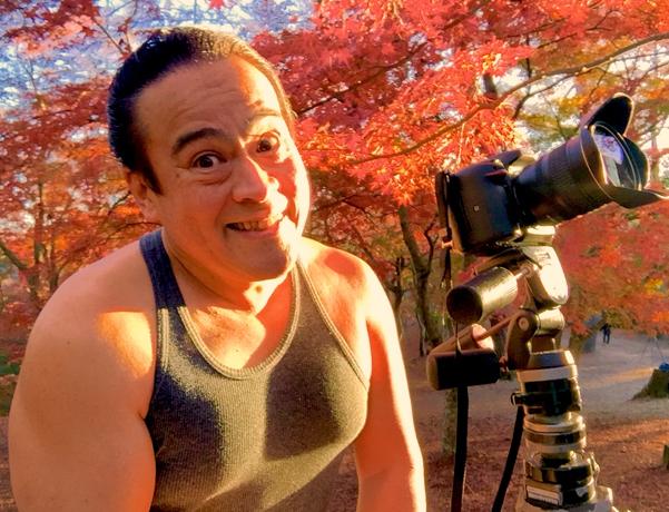 さわさわの自撮り写真、ニコッ